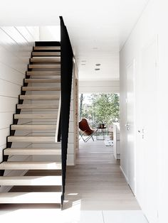 Modern staircase in house Markki, Seinäjoki housing fair, Loft Staircase, Modern Staircase, Staircase Design, Mobile Home Kitchens, Mobile Home Living, Mobile Homes, Foyers, Mobile Home Makeovers, Wainscoting Stairs