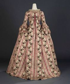 18th century robe à la française from the Royal Ontario Museum of Toronto's collections is made of cream-colored corded silk twill (probably from about 1760-80)