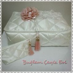 Moda Emo, Wedding Gifts, Diy And Crafts, Decorative Boxes, Room Decor, Fancy, Wordpress Theme, Create, Wedding Hangers