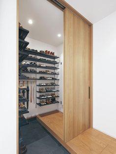 玄関収納の考え方とプランニングのポイント in 2020 Entrance Design, House Entrance, Interior Architecture, Interior And Exterior, Japanese Style House, Shoe Room, Tiny House Trailer, Dressing, Walk In Closet