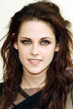 Kristen Stewart hair greey eyes make-up