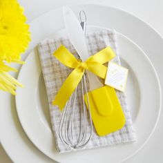 At only $1.37/each these DIY  wedding favors are PERFECT for the foodie bride & groom on a budget! With free printable!
