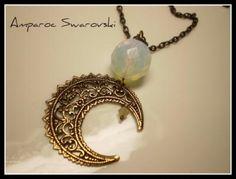 Collar con Bola imitación Piedra Luna, filigrana en oro viejo de Luna y Cristal de Swarovski Sand Opal.