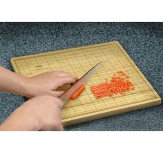 If your food has to be cut perfectly then the OCD Chef is the perfect gift for you! This Obsessive Chef Cutting Board displays measurements to the dot!