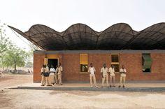 L'école de Gando, projet de l'architecte burkinabé Diébédo Francis Kéré.
