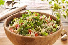 Dette er en deilig matsalat proppfull av smak fra hvitløk, ruccula, frisk ingefær og koriander. Om du ønsker kan du bytte couscousen med byggryn.