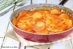 Patate alla pizzaiola Mozzarella, Thai Red Curry, Ethnic Recipes, Kitchen, Food, Cooking, Kitchens, Essen, Meals