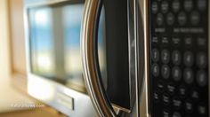 Image: Microwave cooking promotes nutritional deficiencies and increases the risk of cancer