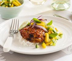 Portuguese chicken thighs with sweet mango salsa - simple and incredibly tasty! Sunday Recipes, Dinner Recipes, Portugese Chicken, Mango Salsa Chicken, Cooking Recipes, Healthy Recipes, Healthy Food, Yummy Food, Healthy Family Meals
