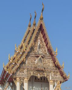 2015 Photograph, Wat Woranat Bonphot Phra Ubosot Gable, Pak Nam Pho, Mueang Nakhon Sawan, Nakhon Sawan, Thailand, © 2016. ภาพถ่าย ๒๕๕๘ วัดวรนาถบรรพต หน้าจั่ว พระอุโบสถ ปากน้ำโพ เมืองนครสวรรค์ จังหวัดนครสวรรค์ ประเทศไทย