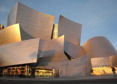 Koncertní sál Disney Hall, který navrhl Frank Gehry.