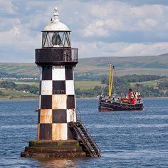 Port Glasgow Light by Sea Pigeon, via Flickr