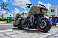 Harley Road Glide, Harley Davidson Street Glide, Harley Bagger, Harley Bikes, Dream Cars, Dream Auto, Vespa Scooter, Road Glide Custom, Motorcycle Garage