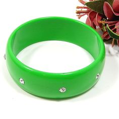 Bright Green Rhinestone Bangle Bracelet Plastic GREAT Condition PRETTY!