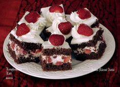 Epres mascarpones kocka **Katt a képre, ha érdekel a receptje is** Cheesecake, Cookies, Food, Drink, Crack Crackers, Beverage, Cheese Pies, Biscuits, Cheesecakes