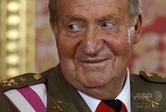 スペイン・マドリード(Madrid)の王宮で、スペイン軍の日のレセプションに出席したフアン・カルロス1世(King Juan Carlos)国王(2014年6月8日撮影、資料写真FILE)。(c)AFP/ANDREA COMAS ▼1Aug2014AFP|「前国王が私の父」、スペイン最高裁 認知訴訟の訴状受け取る http://www.afpbb.com/articles/-/3022092 #King_Juan_Carlos
