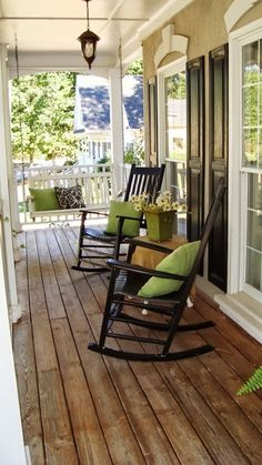 Love the floor on this porch!