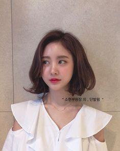 Asian Short Hair, Girl Short Hair, Short Hair Cuts, Short Hair Styles, Short Girls, Middle Hair, Ulzzang Hair, Gorgeous Eyes, Perm
