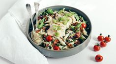 Try this delicious chicken and pasta salad, which is filling enough to make out a meal on its own. The cream cheese serves as a creamy dressing to the pasta and pairs wonderfully with the juicy chicken and crunchy bacon bits. Comfort Food, Bacon Bits, Yum Yum Chicken, Creamy Chicken, Chicken Salad, Cherry Tomatoes, Pesto, Potato Salad, Meals