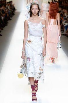 Fendi Spring 2017 Ready-to-Wear Fashion Show - Yasmin Wijnaldum
