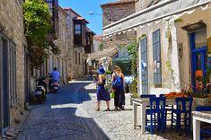 Butik otellerin önemli bir yer kapladığı sokaklarda her gün dolu dolu yaşanıyor.