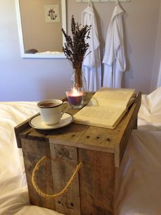 Ideas Breakfast In Bed Table Storage For 2019 Healthy Breakfast Muffins, Breakfast Plate, Egg Recipes For Breakfast, Breakfast Buffet, Breakfast In Bed, Bed Tray Diy, Healthy Sour Cream, Kitchen Built Ins, Breakfast Table Setting
