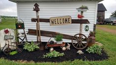 Trash to treasures.I really love this a lot. Garden Junk, Garden Yard Ideas, Lawn And Garden, Outside Living, Outdoor Living, Outdoor Decor, Rustic Gardens, Outdoor Gardens, Yard Design
