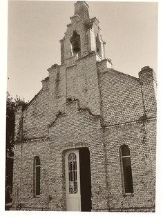 PORTAL DE LA IGLESIA DE LAS CONCHAS-LA TOJA-GALICIA-FOTO: MARYTÉ ARIAS