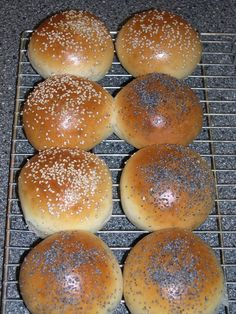 Easy Cake : From Levine& kitchen: Soft white rolls I made them today and they . Bread Pit, Bread Cake, Pastry Recipes, Bread Recipes, Delicious Dinner Recipes, Yummy Food, Thermomix Bread, Piece Of Bread, Bread And Pastries