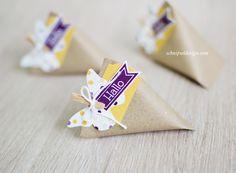 Heute zeig' ich dir ein weiteres Vorschau-Schnipsel-Werk. Diese kleinen Verpackungen nennen sich Sour Cream Boxen (eine Variante hab hier schon mal gezeigt) und gehen wirklich schnell. Man br…