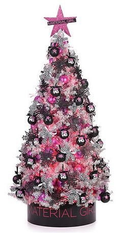 Crystal, we should do your tree like this !!!!  I know just how to make the black christmas balls and the pink!!