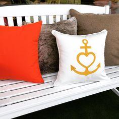 Weißes Outdoor Kissen Gold bestickt. Indoor Outdoor, Shops, Bed Pillows, Pillow Cases, Design, Gold, Textiles, Pillows, Tents