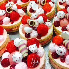 Eerder bij de Karpendonkse Hoeve: Strawberry petit four merengue vanilla cherry chocolate strawberry mousse. #culinary #chefs #food #foodporn #foodstagram #strawberry #petitfour #chefsroll #chefsofinstagram #dessertmasters #dessert #pattisserie #pastry #pastryart #pastrychef #expertfoods #gastroart #gastronomy #instafood #michelinstar #datingmrmichelin #thestaffcanteen #theartofplating #pattisseriechef #wildchefs #four_magazine #chefstalk #foodspotting #culynl #foodshare by karpendonksehoeve