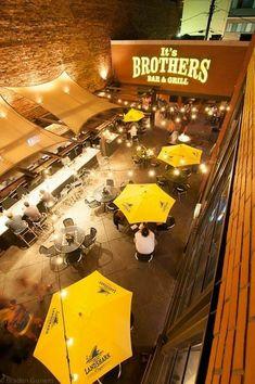 88 Awesome Outdoor Restaurant Patio For Fantastic Dinner Outdoor Restaurant Design, Restaurant Seating, Terrace Restaurant, Cafe Interior Design, Cafe Design, Outdoor Cafe, Outdoor Dining, Rooftop Dining, Fast Food Design