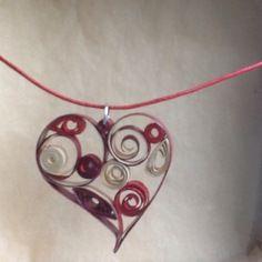 """Collier avec pendentif """"coeur"""" en quilling, papier roulé"""