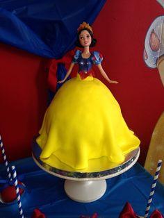 Jazmin M's Birthday / Snow White - Photo Gallery at Catch My Party White Birthday Cakes, Snow White Birthday, Yellow Birthday, Baby Girl Birthday, Princess Birthday, 50th Party, Birthday Parties, Party Party, 5th Birthday