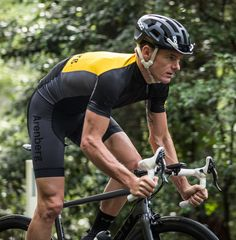 uses the highest quality Italian & Swiss fabrics in their garments to produce a fine balance between performance comfort and durability. by snobici Cycling Gear, Cycling Outfit, Cycling Clothing, A Fine Balance, My Ride, Fun Workouts, Have Fun, Sporty, Bicycles
