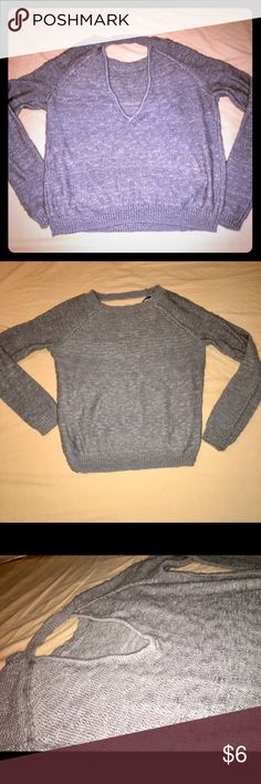 Scoop Back Gray Sweater Forever 21 So the scoop of this sweater I'm pretty sure is supposed to be in the back but you could def wear it in the front as I know that's the style now . No rips or tears . Gently worn maybe once or twice ? From forever 21. Sized small . Runs pretty true to size Forever 21 Sweaters Crew & Scoop Necks