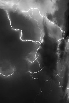 vvv Cool Pictures Of Nature, Nature Photos, Thunder And Lightning, Lightning Storms, Thunderstorms, Tornadoes, Stormy Night, Lightning Strikes, Storm Clouds