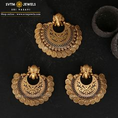 Inspired by this pendant set is Elephant or Hathis Safari.This yellow gold elephant Pendant and its matching earrings Studded with Kemp Stones and hanging gold balls. Antique Jewellery Designs, Gold Ring Designs, Gold Bangles Design, Gold Jewellery Design, Silver Jewellery, Antique Jewelry, Jewelry Design Earrings, Gold Earrings Designs, Necklace Designs