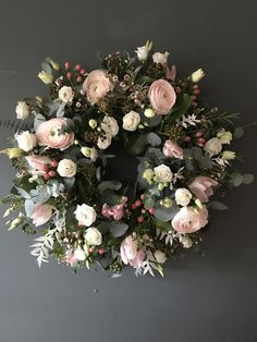 Loved creating this pretty spring wreath using some gorgeous kloon ranunculus! Ranunculus Centerpiece, Ranunculus Wedding, Ranunculus Bouquet, White Ranunculus, Flower Wreath Funeral, Funeral Flowers, Funeral Arrangements, Flower Arrangements, Blooms Florist