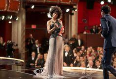 Halle Berry consegna il premio per il miglior regista  (Christopher Polk/Getty Images)   | Oscar 2017