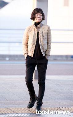 [HD포토] 배두나 패셔니스타의 위엄 #배두나 Fashion Details, Love Fashion, Korean Fashion, Winter Fashion, Fashion Trends, Sophisticated Style, Elegant, Korean Celebrities, Fasion