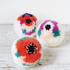 DIY - How to make a floral PomPom with Sew Yeah! Cute Crafts, Diy And Crafts, Crafts For Kids, Arts And Crafts, Pom Pom Crafts, Yarn Crafts, Clover Pom Pom Maker, Pom Pom Garland, Yarn Bombing