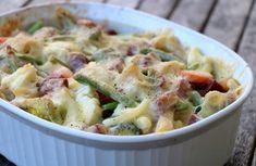 Pølsegrateng med pasta og grønnsaker - LINDASTUHAUG Norwegian Food, Norwegian Recipes, Superfoods, Food Styling, Potato Salad, Nom Nom, Sausage, Healthy Living, Food Porn