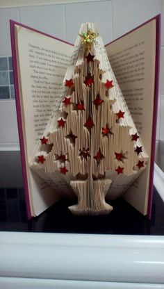 Book folding Old Book Crafts, Book Page Crafts, Book Page Art, Newspaper Crafts, Xmas Crafts, Diy Crafts, Folded Book Art, Paper Book, Paper Art