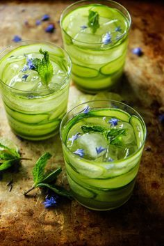 Cucumber Mint Gin & Tonic from Heather Christo Cocktail Gin, Cocktail Fruit, Gin Cocktail Recipes, Disaronno Cocktails, Vodka Martini, Sweet Cocktails, Gin Und Tonic, Alcoholic Drinks, Beverages