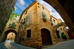 #Monells.Pueblos medievales más bonitos del Baix Empordà