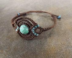 Minimalist Macrame Bracelet Turquoise Howlite por neferknots