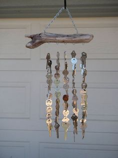 Magnificently Beautiful Vintage Looking DIY Key Projects To Make Your D . - 23 Magnificently Beautiful Vintage Looking DIY Key Projects To Decorate Your Decor – Magnificently Beautiful Vintage Looking DIY Key Projects To Make Yo. Diy Key Projects, Project Projects, Mobiles, Carillons Diy, Diy Wind Chimes, Shell Wind Chimes, Old Keys, Keys Art, Suncatchers